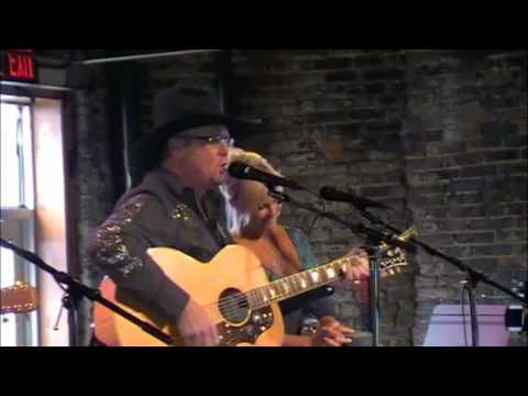 "Lorrie Morgan sings with Tracy Lawrence at his ""Fan Club Party """