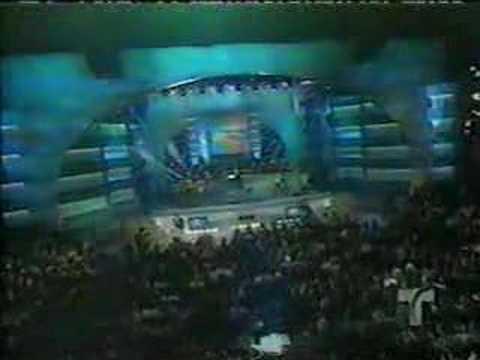 Victor Manuel cantando a Celia Cruz