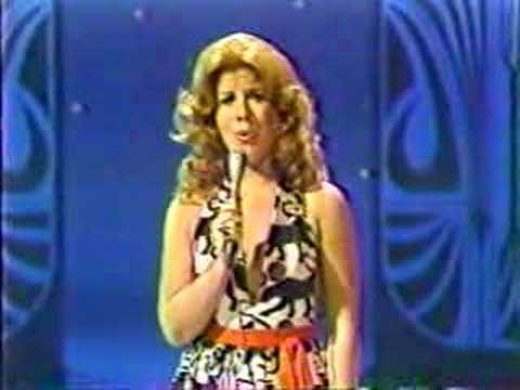 VIKKI CARR - SOMOS NOVIOS (The Tonight Show)