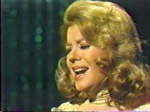 VIKKI CARR - EL TRISTE (The Tonight Show)
