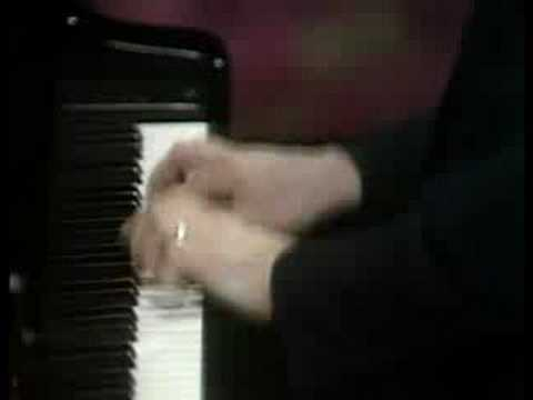 Ashkenazy plays Beethoven Piano Concerto No. 5 Rondo (1/2)