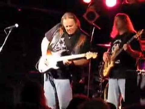 Walter Trout (and his talking guitar) at the Yale