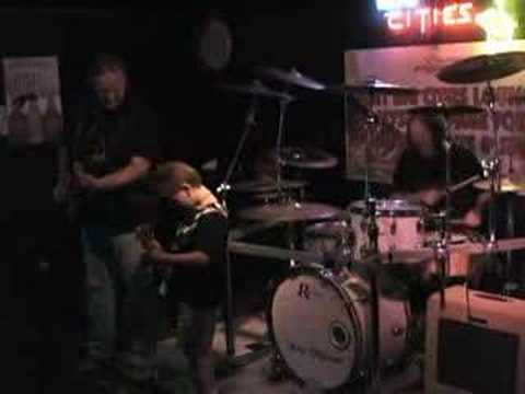 """Tallan """"The T-Man"""" Latz plays with Walter Trout"""