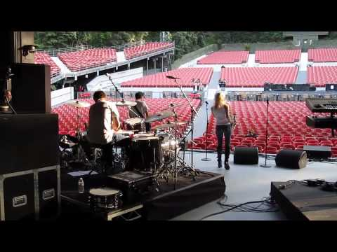 Mindi Soundchecks at the Greek Theater 2010