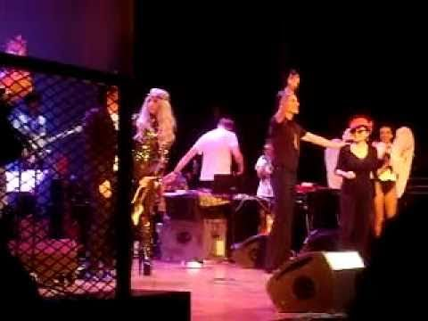 Lady Gaga Performs with Yoko Ono`s Band
