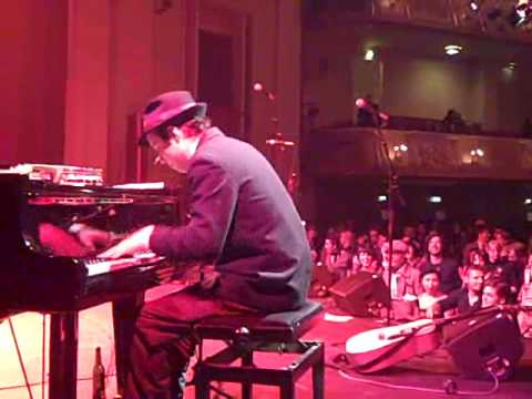 White Ghost Shivers Encore in Berlin New Year`s 2009-Reese Gray stride piano