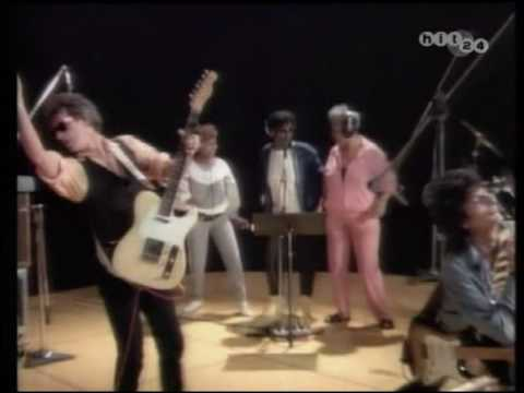 Aretha Franklin & Whoopi Goldberg Jumpin` Jack flash