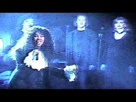 Last Dance - Donna Summer & Whoopi Goldberg (Live)