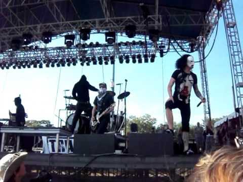 Hollywood Undead - Undead (Live @ Earthday Birthday 18)
