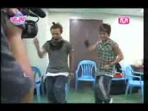 Big Bang: GDragon & Seung Ri dancing to WonderGirl`s-Tell Me