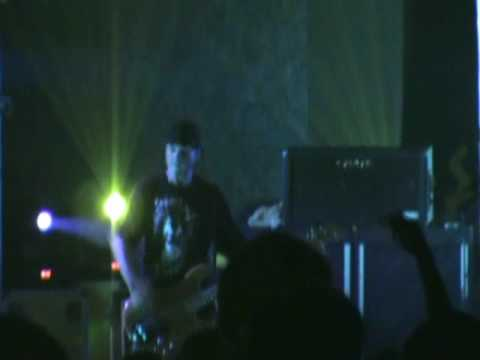 "Hed PE playing ""Raise Hell"" at woodshock 13 2009 prt.6"