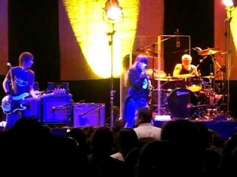 "The Pretenders, ""Brass In Pocket"" - Indie 103.1 `Wreck The Halls` Xmas Show, 12/10/08"