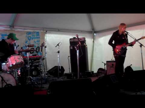 "Wye Oak - ""I Hope You Die"" - March 20, 2010 - SXSW"