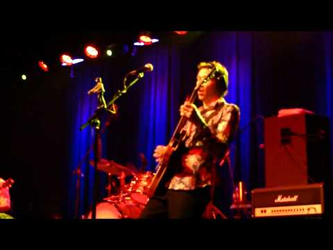 "Paul Gilbert - ""Paperback Writer"" solo 2/27/11"